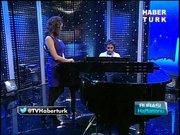 İsmail YK'dan piyano resitali!