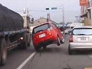 Acemi kadın şoför imkansızı başardı