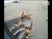 Havalimanında bagaj komedisi