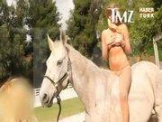 At üstünde çırılçıplak kaldı