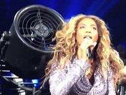 Beyonce'nin saçları vantilatöre sıkıştı