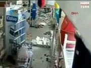 Pakistan'da 7.8 şiddetindeki deprem kamerada