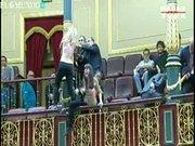 Çıplak eylemciler meclis bastı!