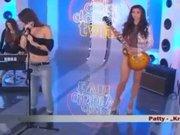 Kadın şarkıcı canlı yayına çırılçıplak çıktı izleyiciler şoke oldu