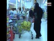 Marketten muz alan goril!