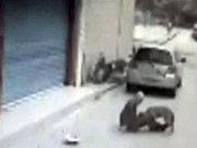 Köpeğinin saldırısına uğradı!
