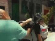 Bu kez kameraman saldırdı!