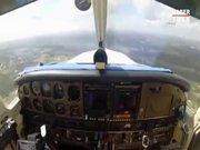 Havada uçağın ön camı kırıldı
