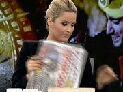 Habertürk TV spikeri Işıl Açıkkar'ı canlı yayında ağlatan şiir
