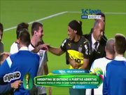 Çakma Ronaldinho Messi'ye koştu!
