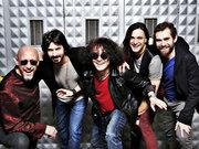 Yüksek Sadakat yeni albümünden sevilen şarkılarını Skala izleyicileri için söyledi