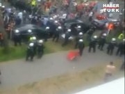 Polis Türk bayrağını yere atınca...