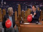 Morgan Freeman helyum gazı çekerse...