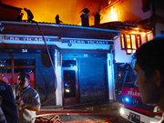 Ankara Kalesi'nde yangın: 17 işyeri kül oldu