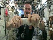 Uzayda çamaşır sıkarsanız ne olur?