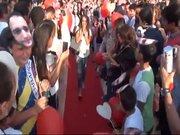 Taksim'de kırmızı halılı evlilik teklifi