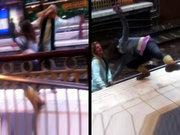 Metroda kavga eden kızlar raylara düştü!
