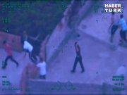 Polise, tüplü taşlı saldırı kamerada