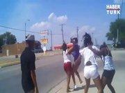 Kızlar sokak ortasında birbirine girdi