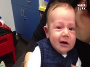 İlk kez duyan bebeğin mutluluğu