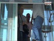 Metrobüs durağındaki asansörde kaldılar!