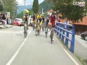 Bisiklet yarışında ilginç kavga