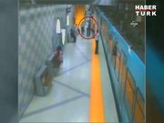 Metroda dehşet anları!