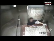 Asansörde korkunç kaza