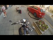 Yere çöp atanları cezalandıran motorcu kız