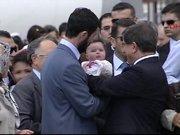Kurtarılan rehine bebeğini ilk kez gördü