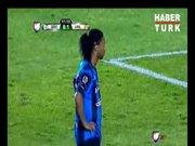 Ronaldinho'dan berbat penaltı