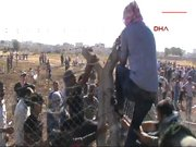 Yüzlerce kişi Suriye sınırını geçti