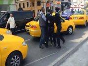 Taksim'de sopalı ve köpekli trafik kavgası