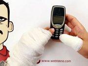 Nokia 3310'u bükmeye çalışmak