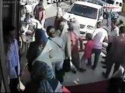 Kaldırıma çıkan minibüs 3 yaşındaki çocuğun ayağını kopardı