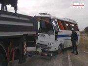 Polis otobüsü devrildi