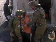 Engelli çocuğa İsrail askerlerinden kelepçe