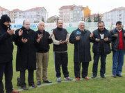 Takımın borçları artınca sahaya inip dua ettiler!