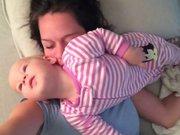 Sevimli bebeğin annesine inanılmaz eziyeti