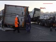 TEM'de kamyon yan yattı!