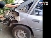 Kaportası zarar gören aracı, ağaca bağlayarak tamir etti