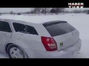 Çılgın Ruslardan pratik kar temizleme yöntemi!