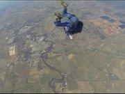 Paraşütçü havada bayıldı
