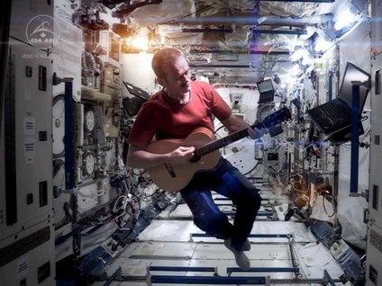 Uzayda ilk albüm