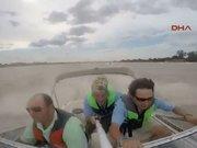 Uçağın balıkçı teknesini adeta sıyırarak geçtiği an