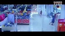 /video/haber/izle/2-yasindaki-cocuk-yuruyen-merdivenle-oynarken-dusmus/141317