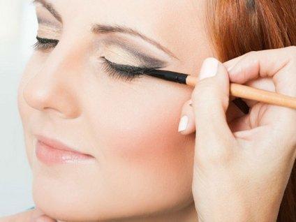 Kalıcı eyeliner nasıl uygulanır?